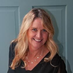 Tracey Peffer